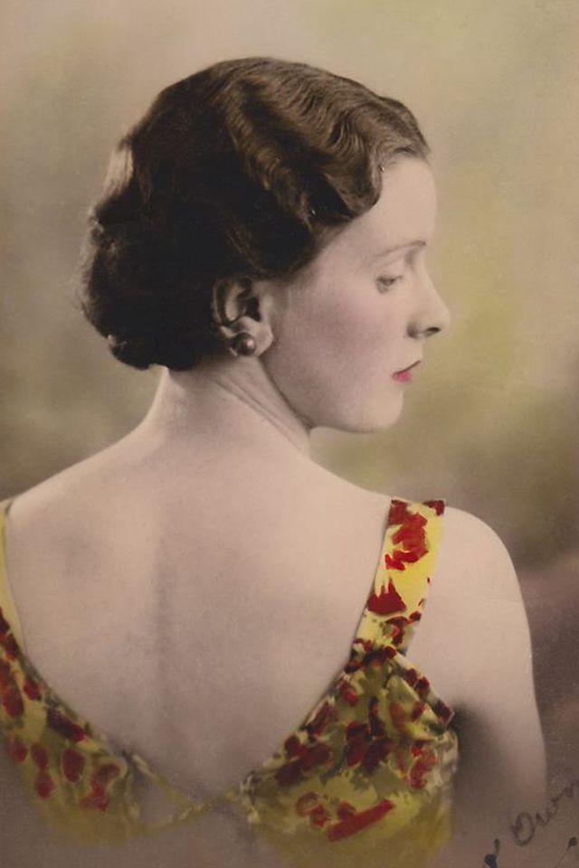 Fine lady in yellow dress