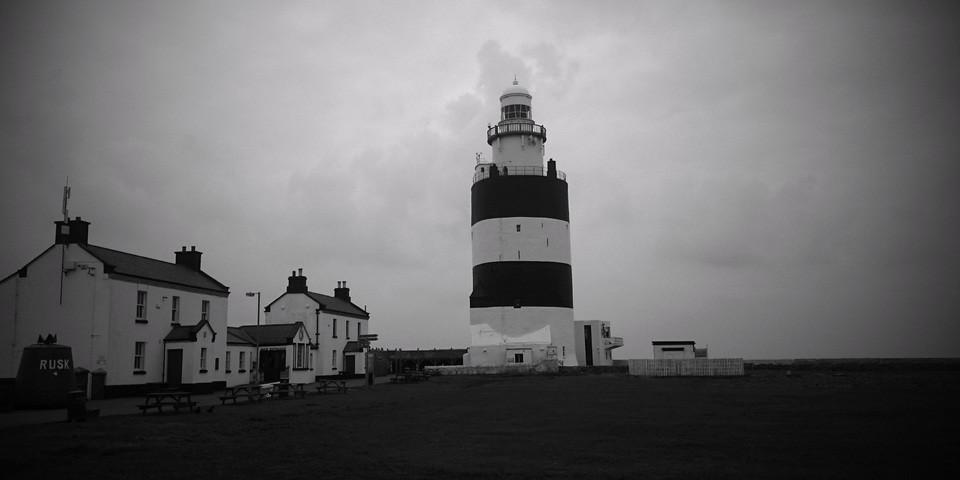 Black and white picture of a lighthouse