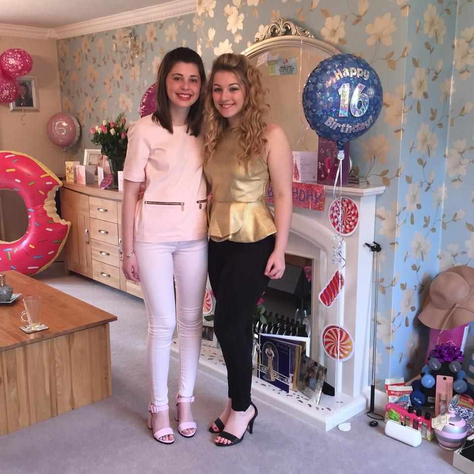 Two girls, Birthday