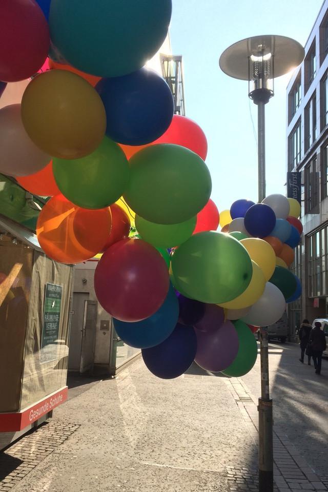 gift, balloons