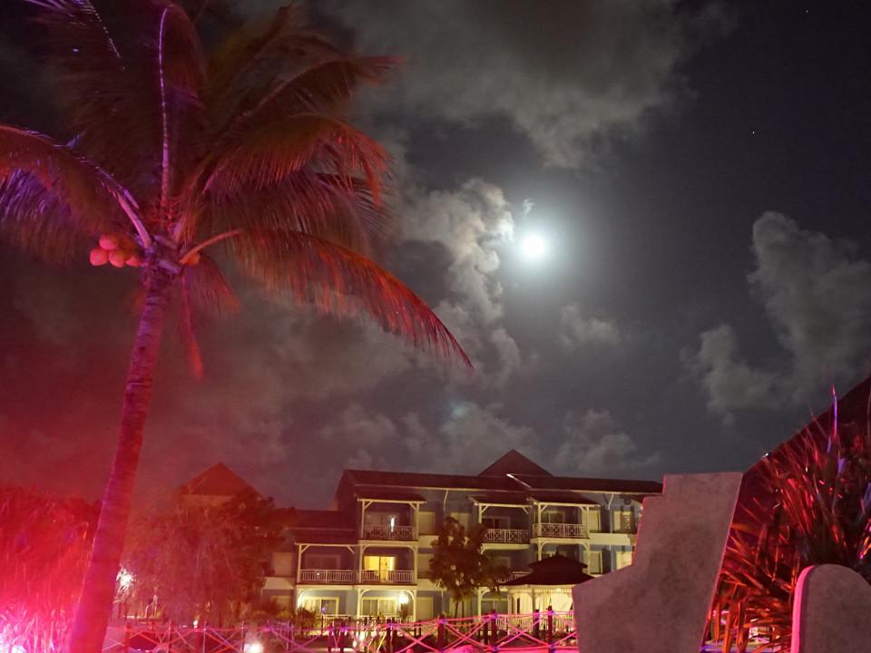 Cuba, Night, Sky, Moon, red light