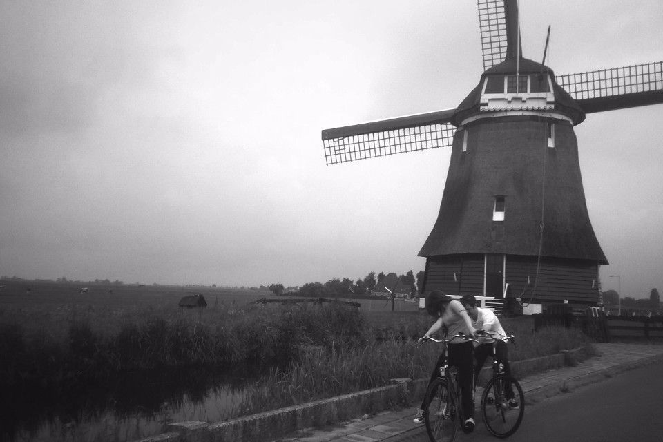 Holand, bicycles, blak and whiite, mills